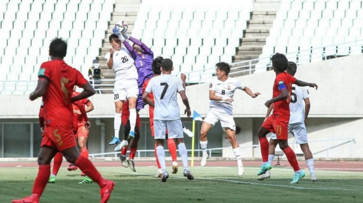 Kyrgyzstan thắng Myanmar 8-1 dù phải dùng tiền đạo làm thủ môn. (Ảnh: AFC)