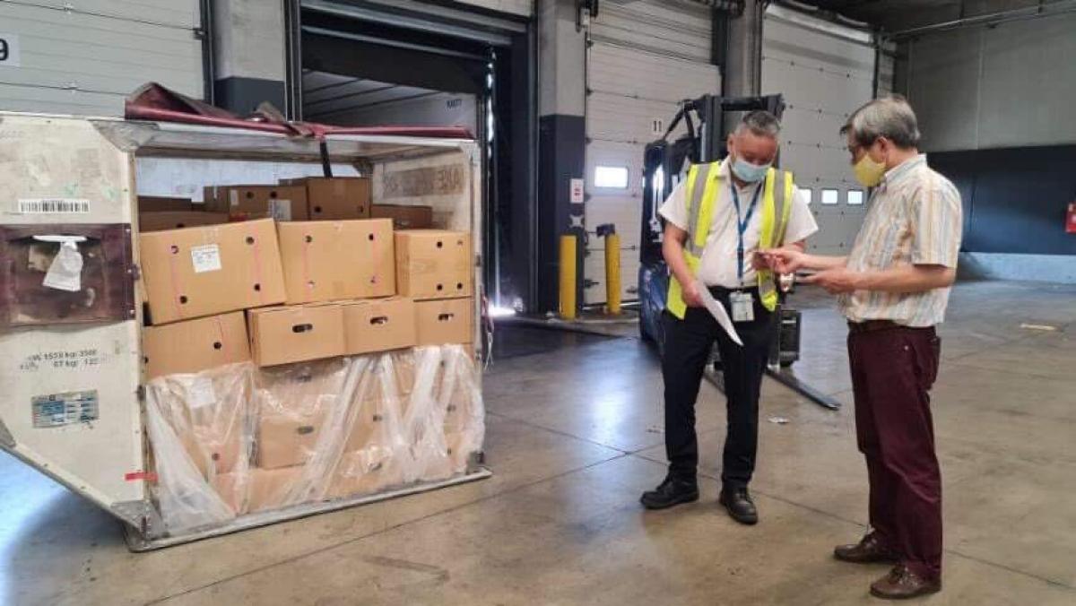 Lô hàng gồm 1 tấn vải thiều Thanh Hà tại sân bay Charles de Gaulle, Cộng hòa Pháp.