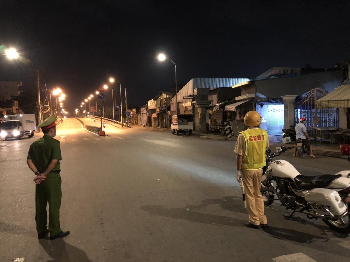 Lực lượng chức năng kiểm soát tại cửa ngõ quận Gò Vấp.