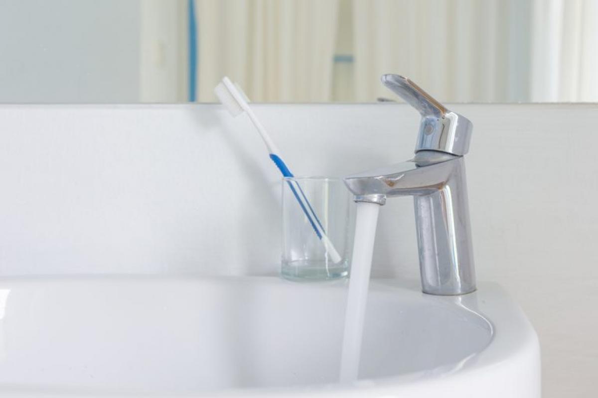Nấm mốc phát triển trong nhà bạn có thể kích thích các triệu chứng ở người bị dị ứng hoặc hen suyễn. Nấm mốc rất dễ phát triển ở những nơi có độ ẩm cao, như dưới bồn rửa mặt, trên tường và cửa nhà tắm, hay trên thảm trải nhà bị ẩm.