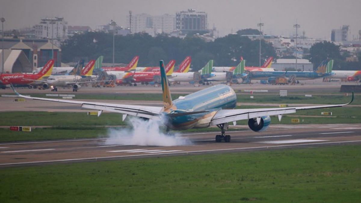 Máy bay của các hãng hàng không tại sân bay Tân Sơn Nhất.