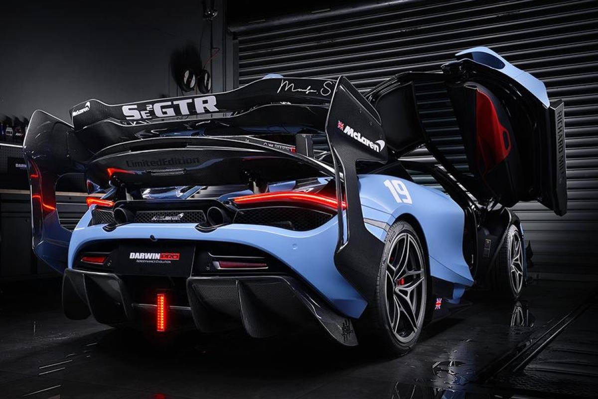 Chiếc siêu xe này có thời gian tăng tốc 0-100 km/h chỉ trong 2,9 giây và nó chỉ mất 7,8 giây để đạt vận tốc 200 km/h. Tốc độ tối đa mà chiếc siêu xe này có thể đạt được là 341 km/h.