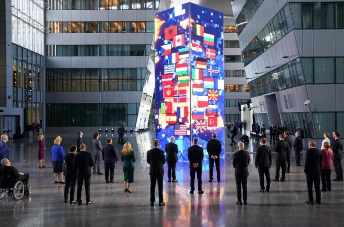 Các lãnh đạo NATO dự Hội nghị Thượng đỉnh (Ảnh: Reuters).