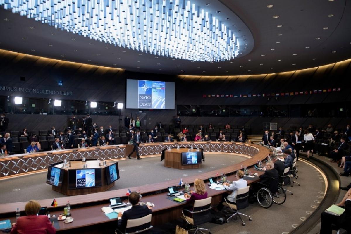 Lãnh đạo các nước tham gia Hội nghị Thượng đỉnh NATO. Ảnh: Reuters