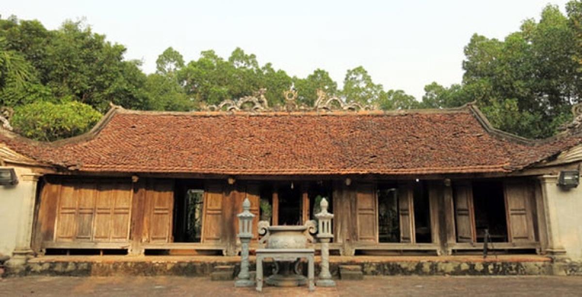 Đền Quốc Tế, xã Dị Nậu, huyện Tam Nông, tỉnh Phú Thọ vừa bị trộm đột nhập lấy đi nhiều tài liệu và sắc phong cổ.