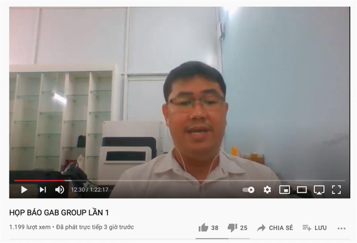 """Ông Nguyễn Vũ Quốc Anh, Tổng Giám đốc Auto Investment Group trong """"buổi họp báo"""" online."""