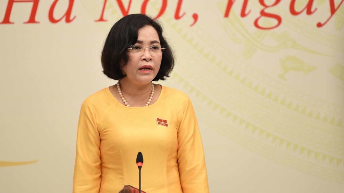 Bà Nguyễn Thị Thanh – Trưởng Ban Công tác đại biểu thông tin về trường hợp ông Trần Văn Nam