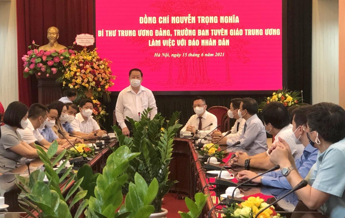 Trưởng Ban Tuyên giáo Trung ương Nguyễn Trọng Nghĩa đã đến thăm và chúc mừng báo Nhân Dân. Ảnh: Nguyên Nhung