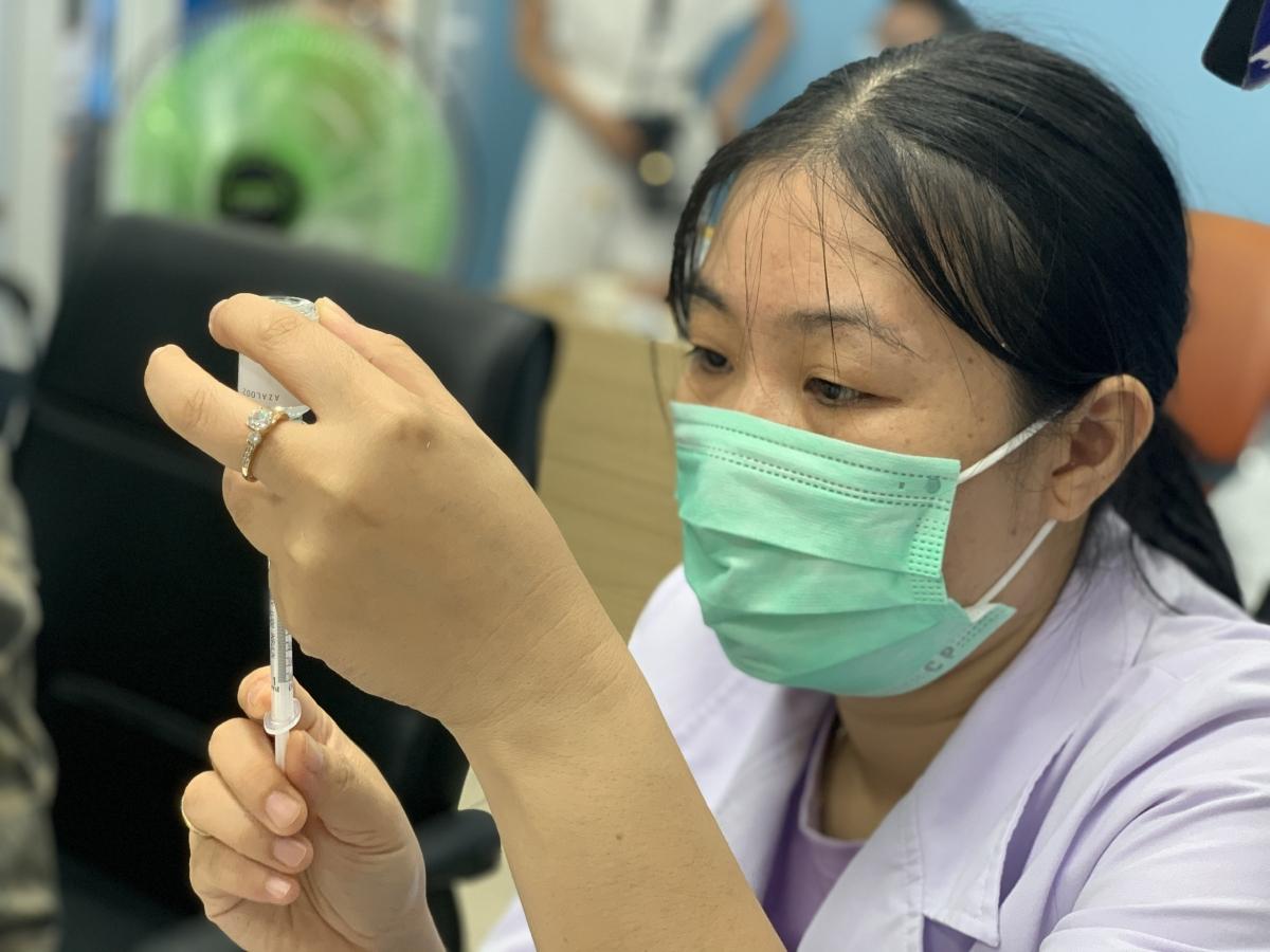 Nhân viên tiêm chủng được tập huấn chặt chẽ đầy đủ.