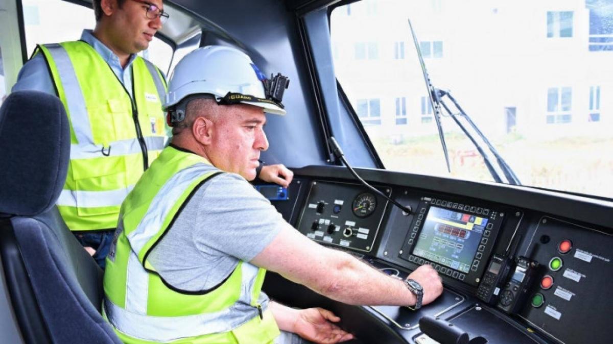 Đoàn tàu được vận hành không tải, người điều khiển là lái tàu có kinh nghiệm lâu năm Mustapha Mdjkoune thuộc công ty Alstom.