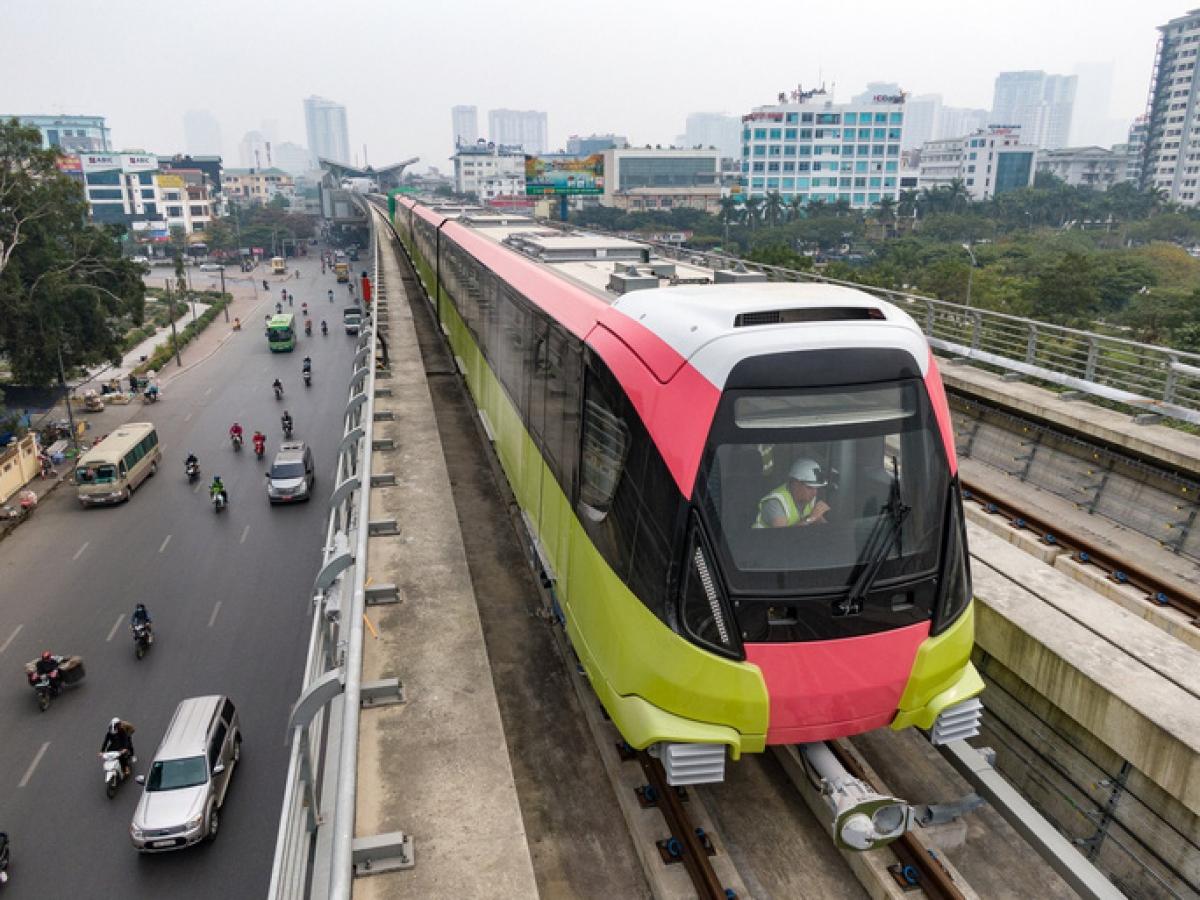 Đoàn tàu của tuyến metro Nhổn-ga Hà Nội vận hành thử liên động trong sáng 22/1/2021.