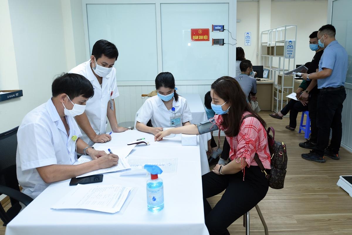 Vaccine COVID-19 đầu tiên của Việt Nam thử nghiệm giai đoạn 3 trên người.
