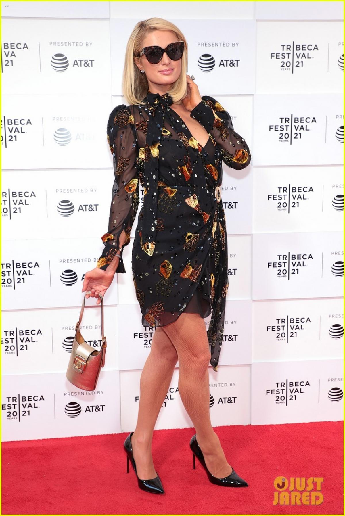 Kiều nữ diện đầm voan thanh lịch của một thương hiệu thời trang nổi tiếng.