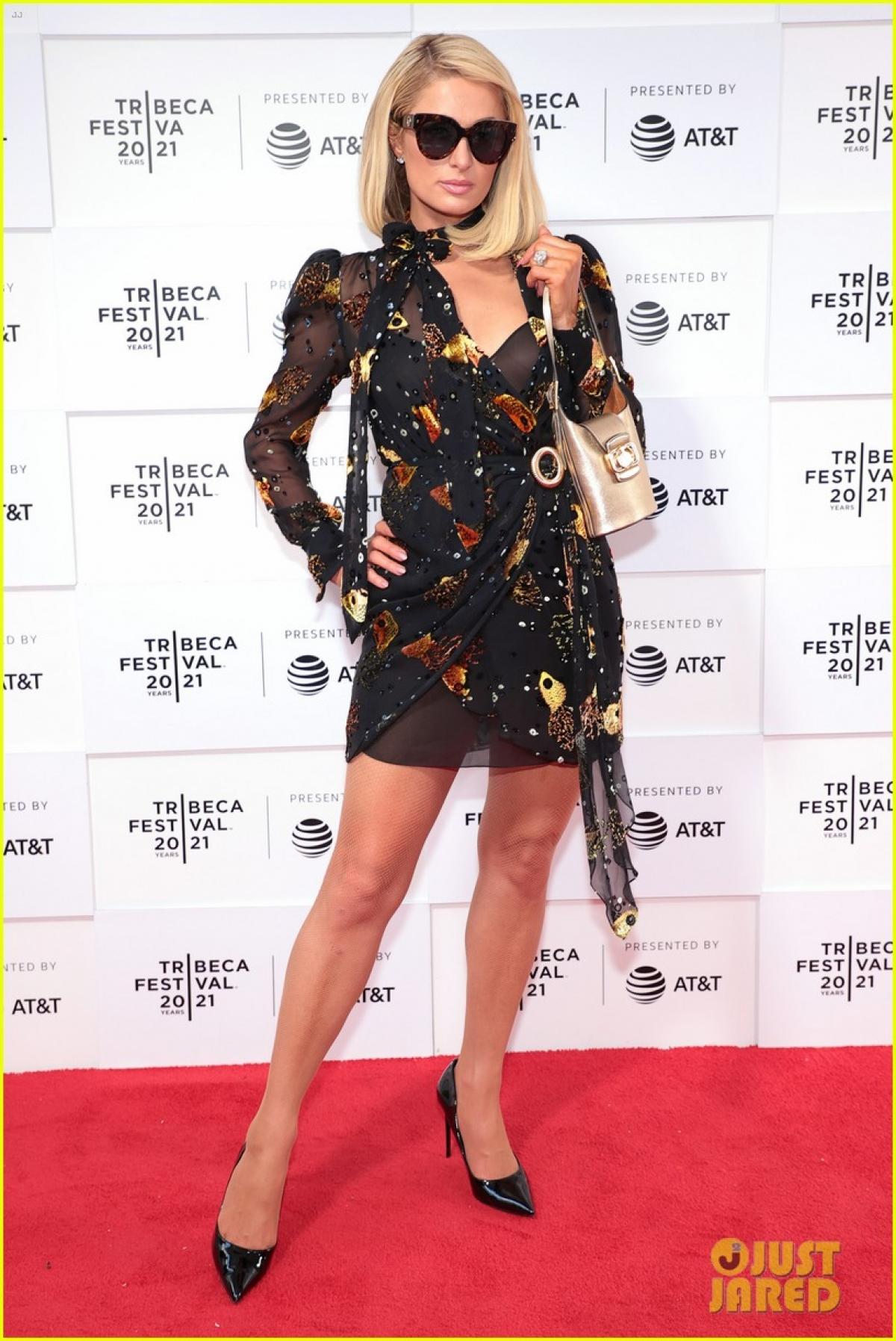 Carter Reum và Paris Hilton hẹn hò từ cuối năm 2019, chính thức xác nhận mối quan hệ vào tháng 2/2020. Vào tháng trước, Paris tiết lộ rằng cô đã đi thụ tinh trong ống nghiệm với bạn trai để có con./.