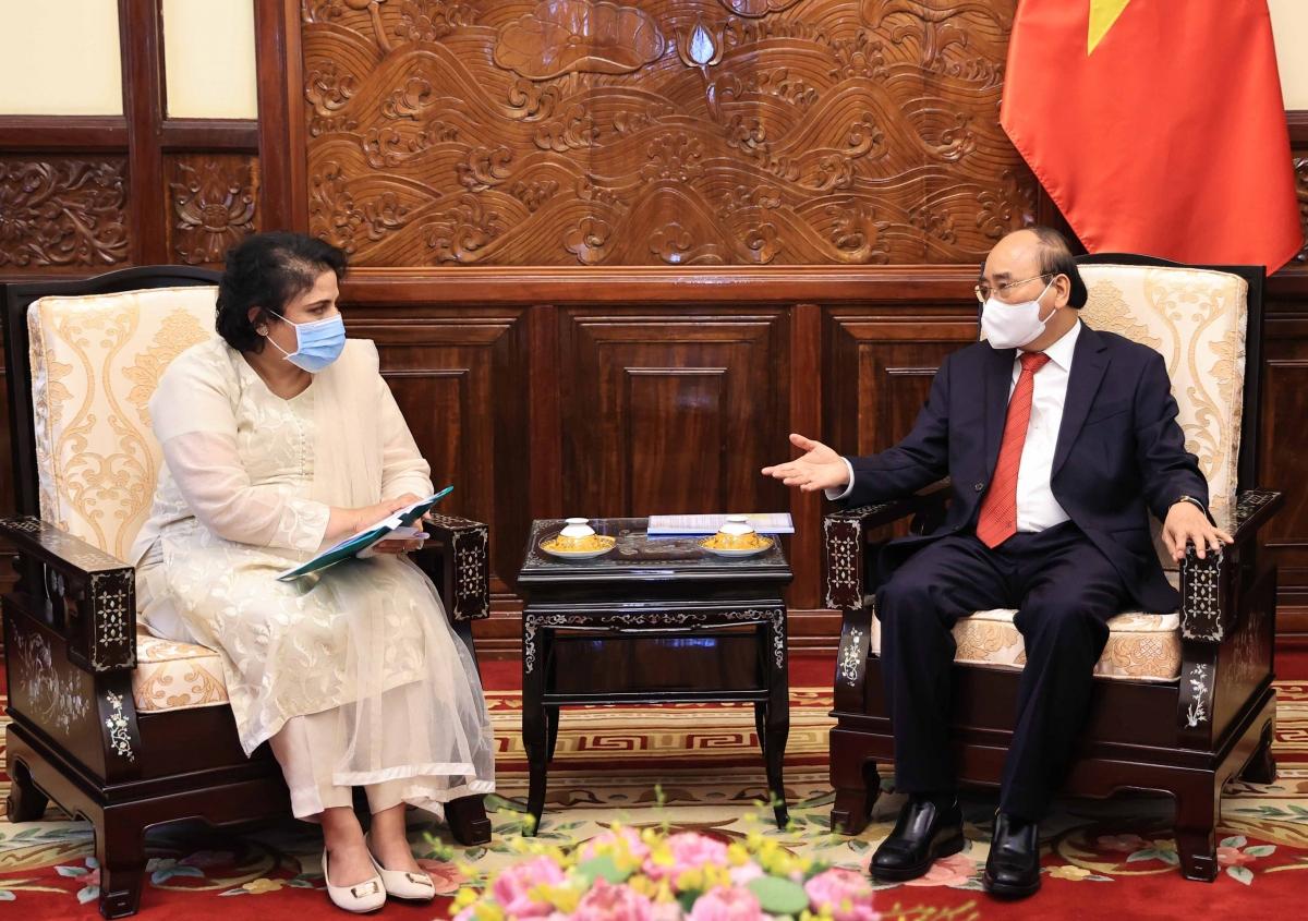 Chủ tịch nước Nguyễn Xuân Phúc tiếp Đại sứ Pakistan Samina Mehtab