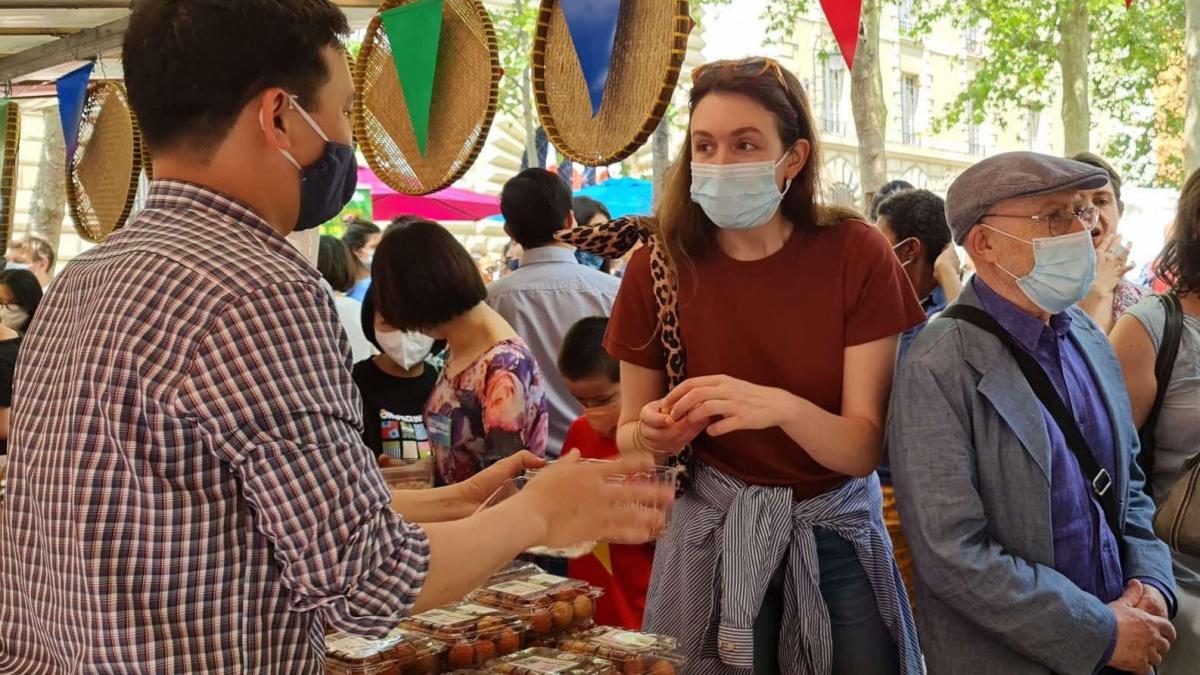 Vải thiều Việt Nam tạo được sự thu hút rất lớn của người tiêu dùng Pháp.