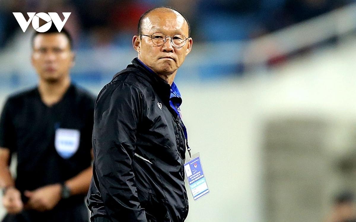 HLV Park Hang Seo sẽ không được đứng trong khu vực kỹ thuật, không được vào phòng thay đồ và không được dự cuộc họp báo sau trận đấu vì án cấm chỉ đạo