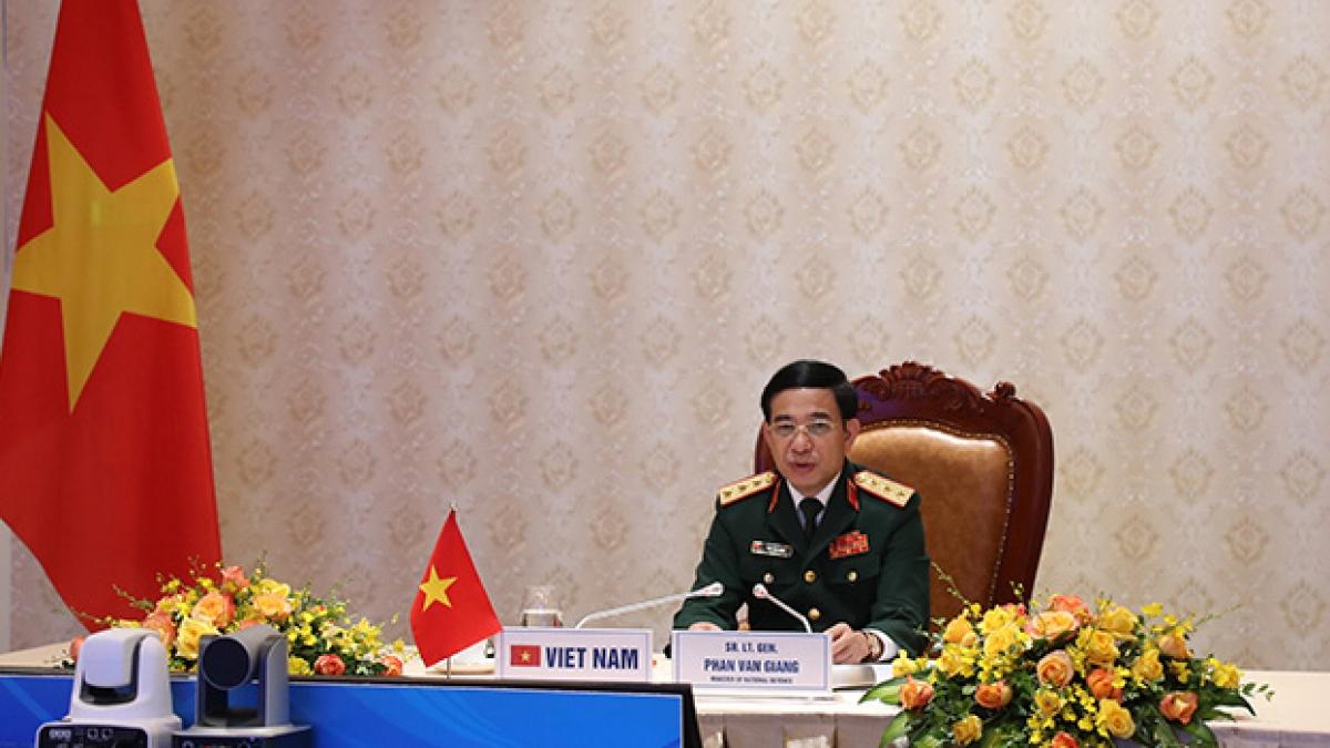 Thượng tướng Phan Văn Giang phát biểu tại Hội nghị (Ảnh: Cổng TTĐT Bộ Quốc phòng)
