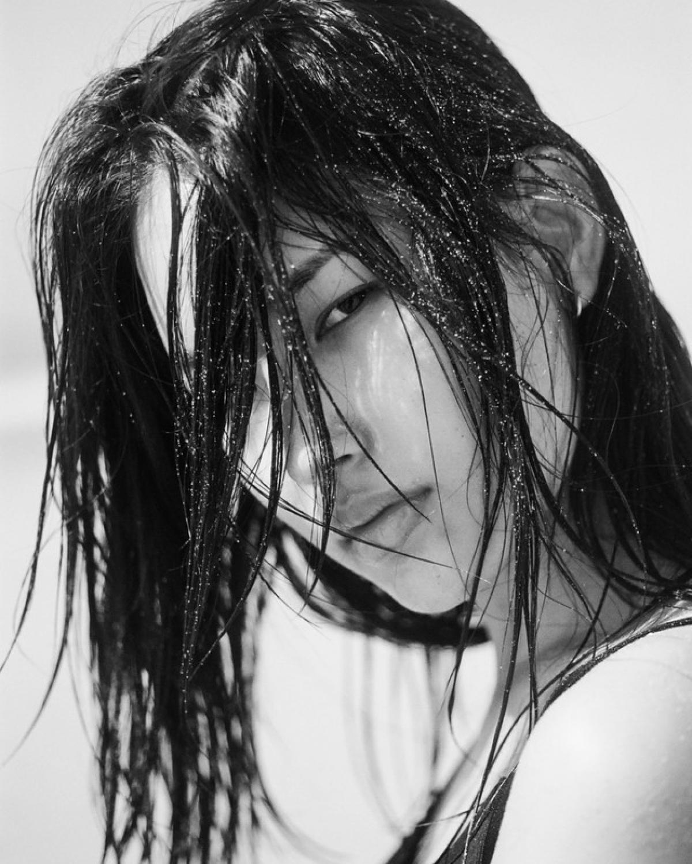 Hwang Hyun Joo từng lên trang bìa nhiều tạp chí nổi tiếng thế giới như Harper's Bazaar Singapore, Venice...