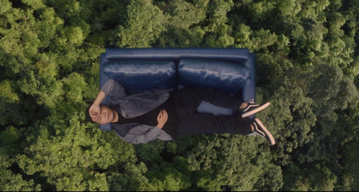 Chuyến du lịch của Phúc Du bằng ghế sofa.