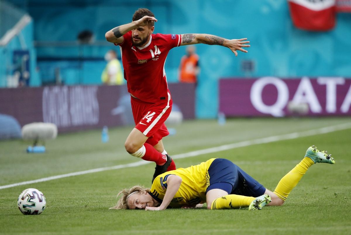 Ba Lan gây sức ép với 5 cầu thủ thường trực trên phần sân Thụy Điển nhưng bàn gỡ hòa vẫn chưa đến. (Ảnh: Reuters).