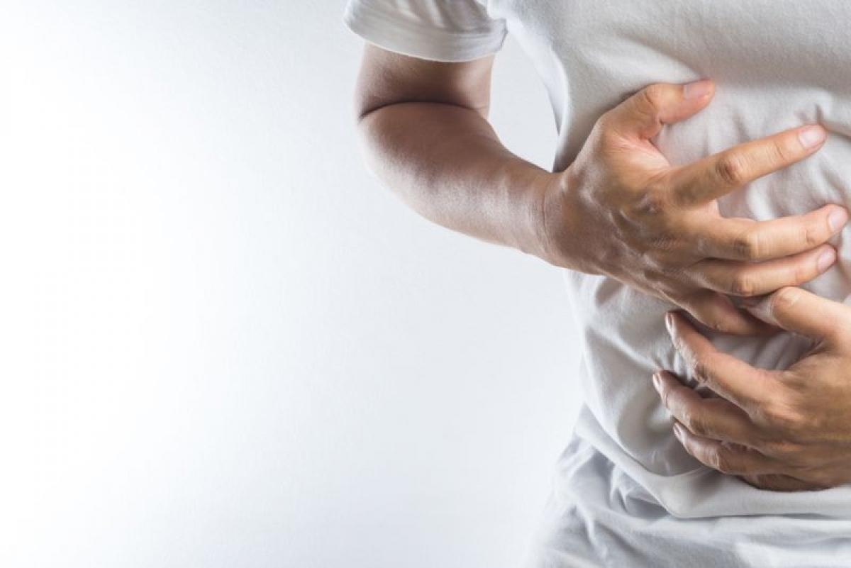 Để cơ thể tự chống chọi: Nhiều chuyên gia y tế đã đồng ý rằng cách tốt nhất để đối phó với cơn ngộ độc thực phẩm là để cơ thể tự chống chọi. Các triệu chứng như nôn mửa hay tiêu chảy chính là cách mà cơ thể bạn đào thải các độc tố và vi sinh vật gây ngộ độc.