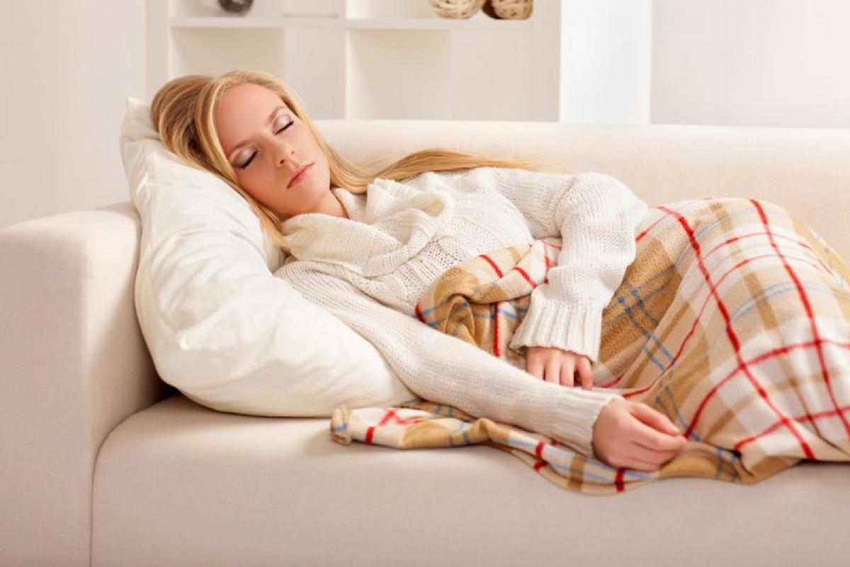 Nghỉ ngơi đủ: Ngộ độc thức ăn có thể khiến cơ thể bị suy nhược. Cảm giác buồn nôn và đau bụng khiến bạn mất ngủ và việc nôn mửa liên tục khiến bạn kiệt sức. Những người bị ngộ độc thực phẩm thường cần nghỉ ngơi vài ngày để hồi sức.