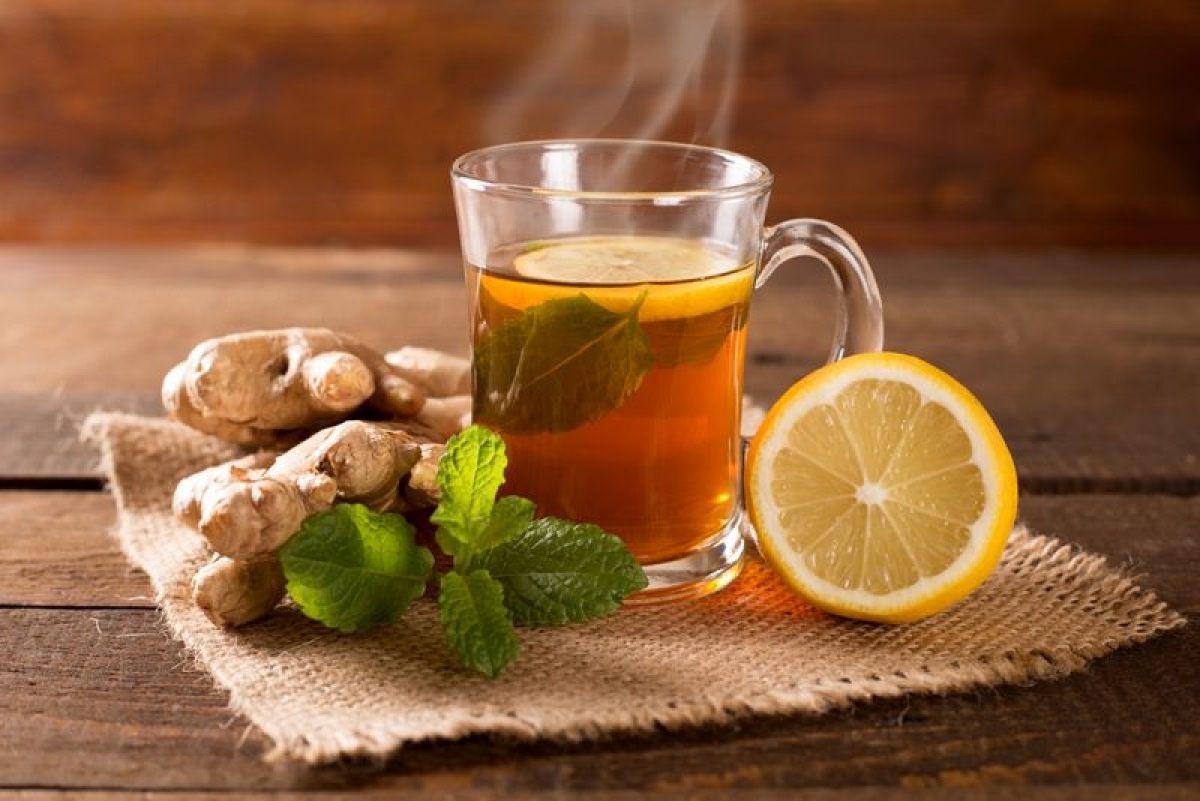 Uống trà gừng: Gừng là một trong những bài thuốc làm dịu dạ dày tốt nhất. Sau khi những triệu chứng ngộ độc thực phẩm kinh khủng đã qua đi, việc uống trà gừng có thể giúp bạn giảm thiểu nguy cơ tái phát các triệu chứng đó.