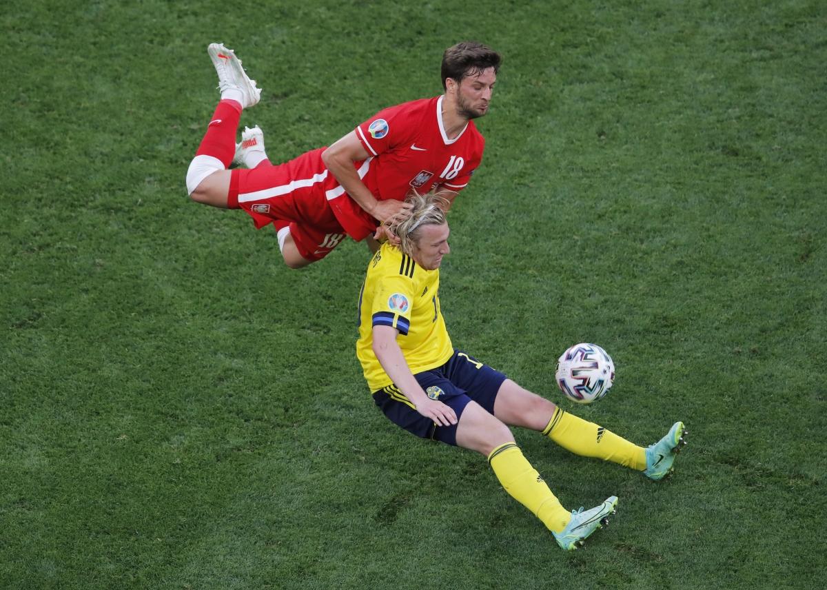 Ba Lan đang có những nỗ lực cuối cùng để tránh rời EURO ngay sau vòng bảng. (Ảnh: Reuters).