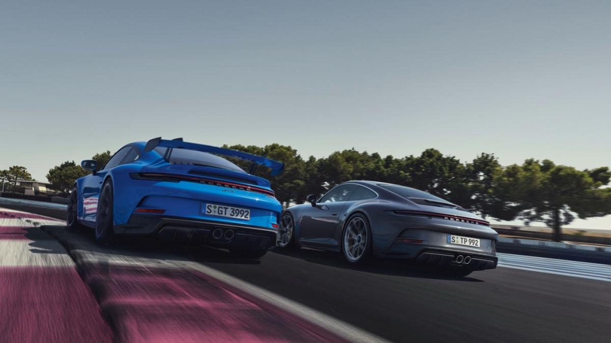 Khi được trang bị gói Touring, Porsche 911 GT3 thế hệ mới sẽ nhận được một số sự thay đổi ở ngoại thất mà nổi bật nhất là sự biến mất của bộ cánh gió cỡ lớn phía sau.