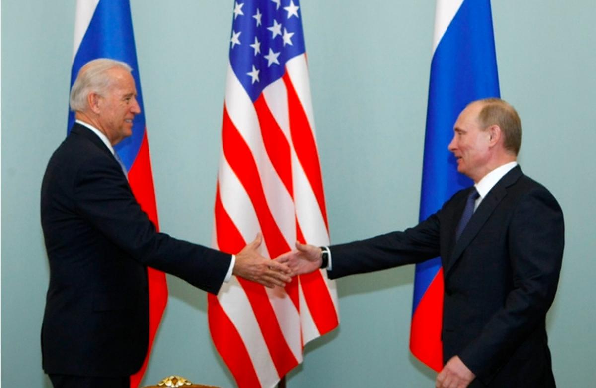Tổng thống Mỹ Joe Bidenvà người đồng cấp Nga Vladimir V. Putin.