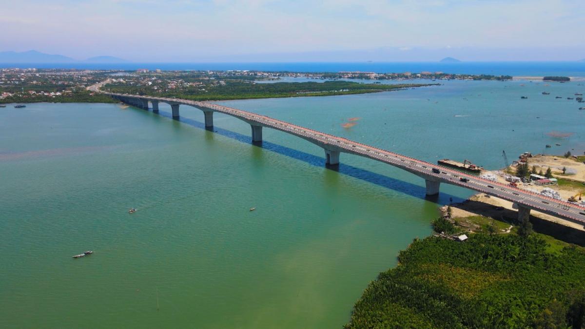 Những công trình trọng điểm như cầu Cửa Đại là đòn bẩy để Quảng Nam phát triển đột phá, thu hút các nhà đầu tư lớn tìm đến.
