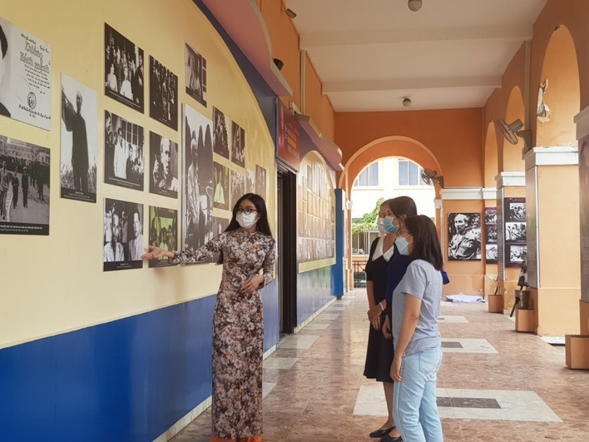 Coming to the museum, visitors learn more about the great Vietnamese leader.