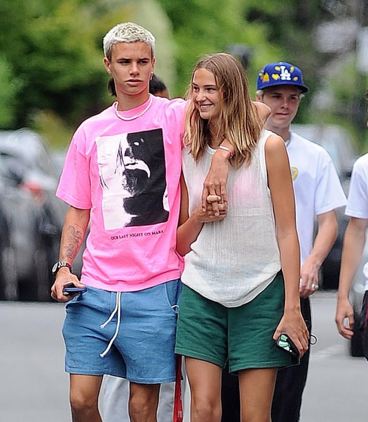Trong suốt thời gian qua, Romeo Beckham và bạn gái luôn dành cho nhau nhiều sự quan tâm, chăm sóc.