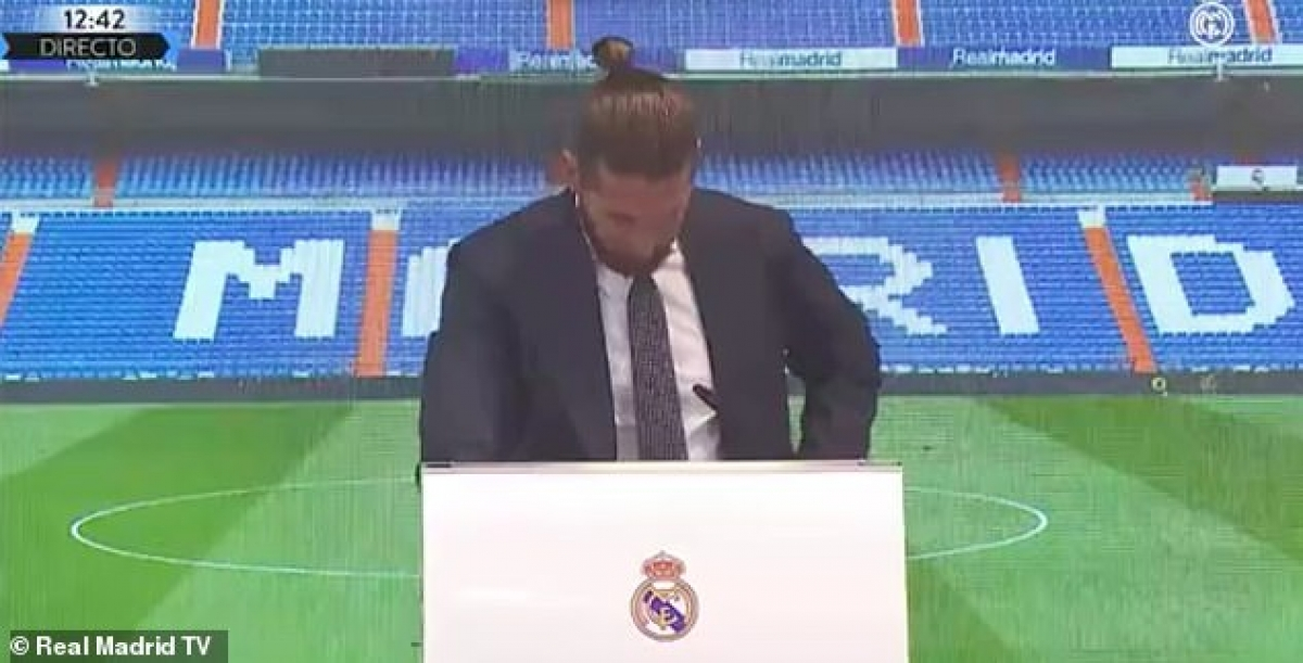 Sergio Ramos bật khóc khi nói lời chia tay Real Madrid. (Ảnh: Marca)