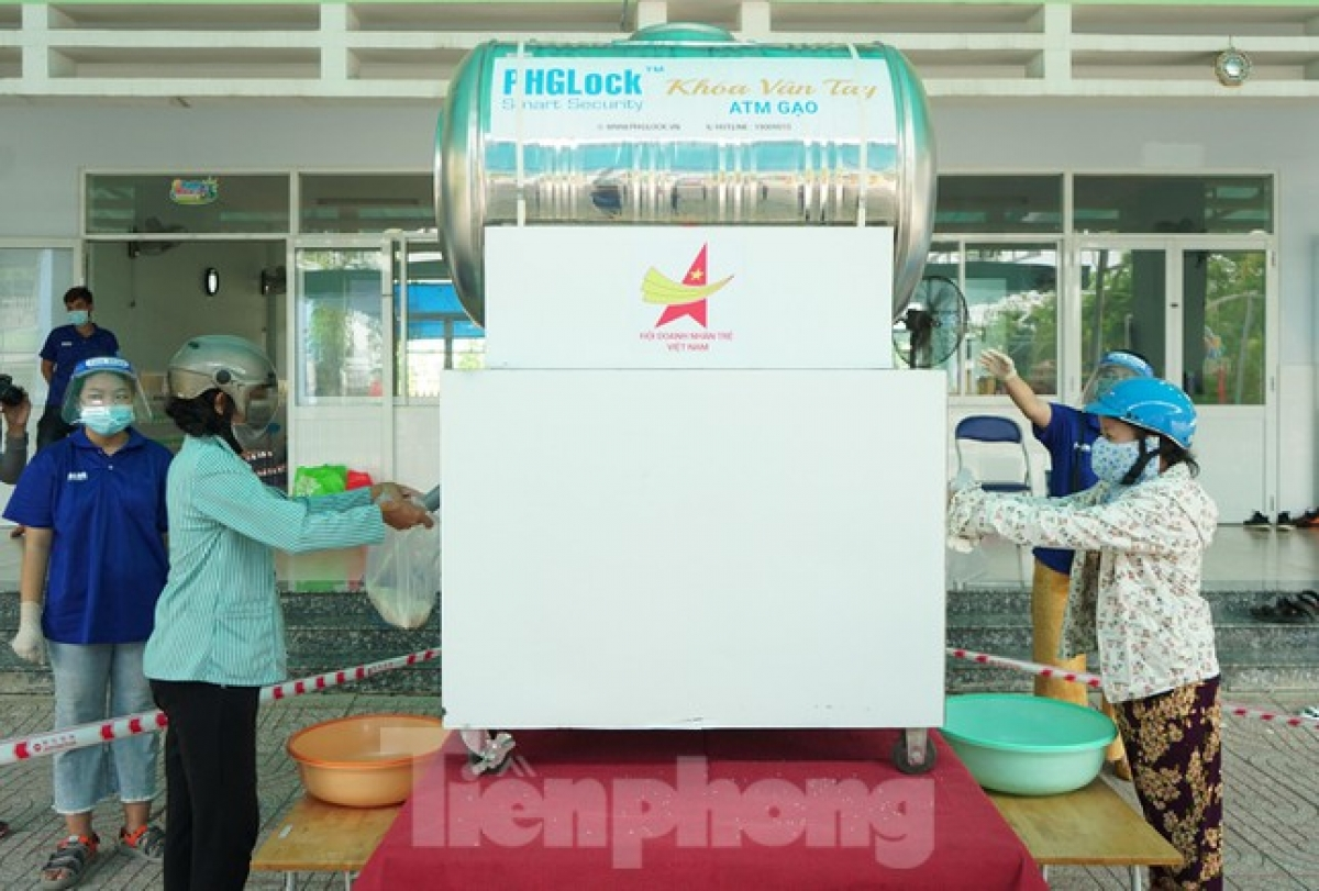 Each individual who needs to use the machine is granted two kg of rice per package.