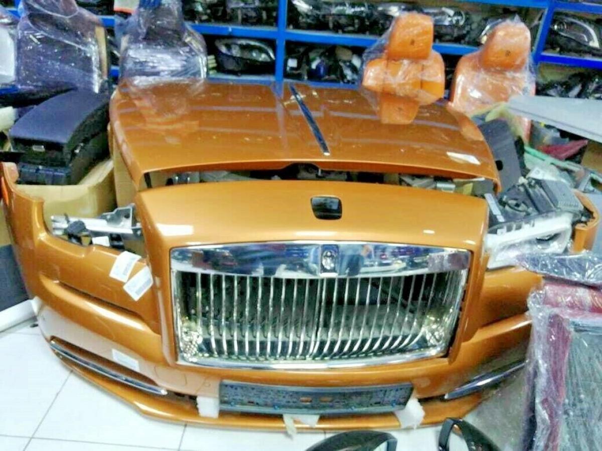 Với giá 35.000 USD, bộ phận Rolls Royce này cung cấp cản, mui xe, lưới tản nhiệt, đèn chiếu sáng và chắn bùn,... những thứ mà bạn cần để đưa một chiếc Wraith hoặc Dawn bị hỏng trở lại đường phố.