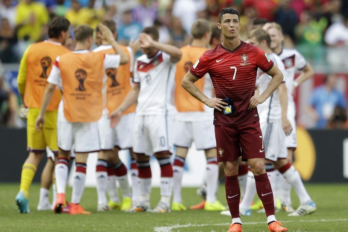 Trước đó, Cristiano Ronaldo từng có khoảnh khắc tương tự ở World Cup 2014.
