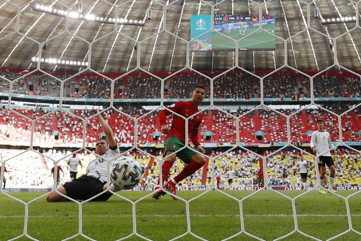 Trong trận gặp ĐT Đức đêm qua, Cristiano Ronaldo ghi 1 bàn và kiến tạo 1 bàn nhưng ĐT Bồ Đào Nha vẫn thua 2-4.