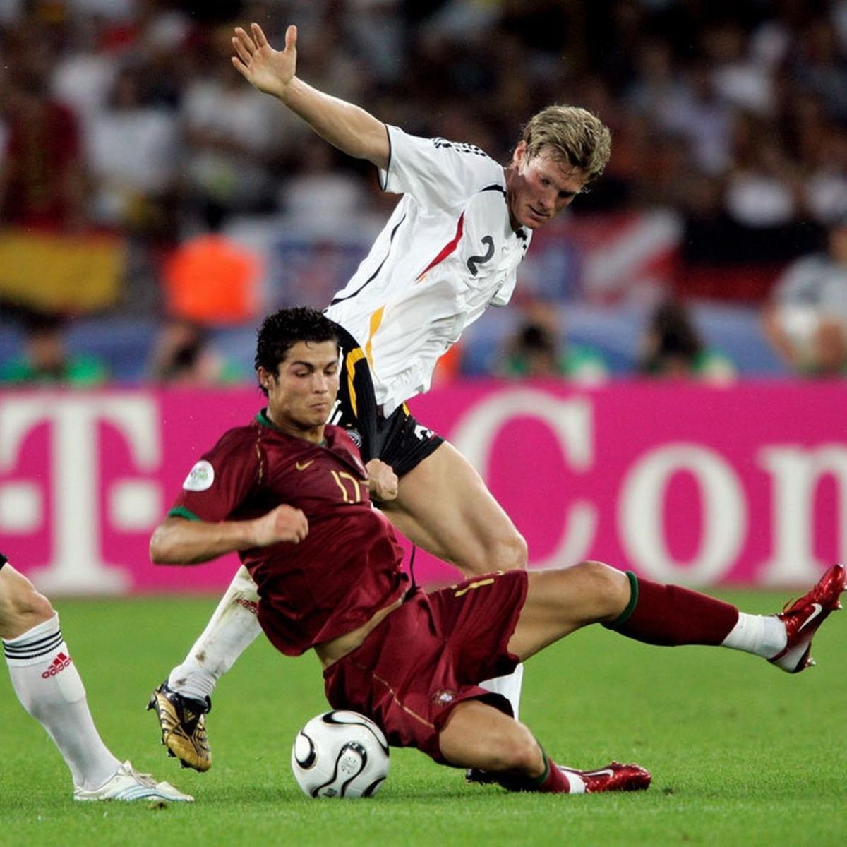 Cristiano Ronaldo và ĐT Bồ Đào Nha thua ĐT Đức 1-3 ở trận tranh hạng ba World Cup 2006.