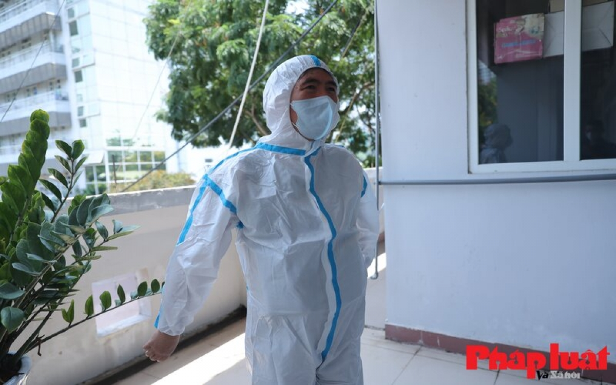 The thermal shockproof T-shirt fits inside the protective suit and does not hinder the activities of medical staffs, helping them to cool off.