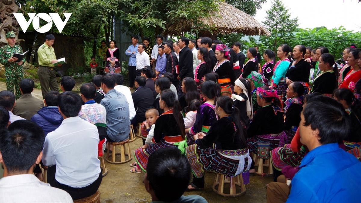 Thu nhập từ hoạt động bảo vệ và phát triển rừng đang giúp đồng bào các dân tộc ở tỉnh biên giới Lai Châu có cuộc sống khấm khá, ý thức bảo vệ rừng của người dân tốt hơn.