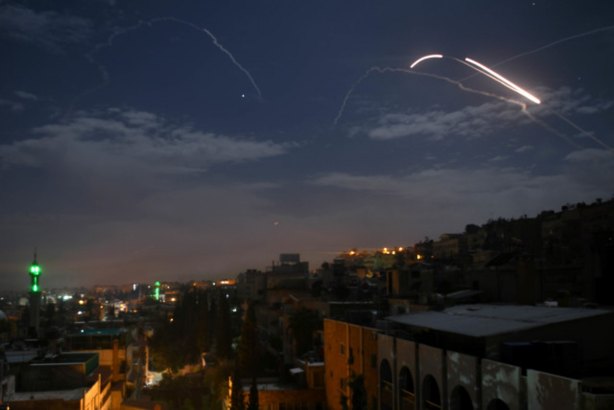 Cuộc tấn công tên lửa của Israel được thực hiện từ không phận Lebanon. Ảnh: Reuters