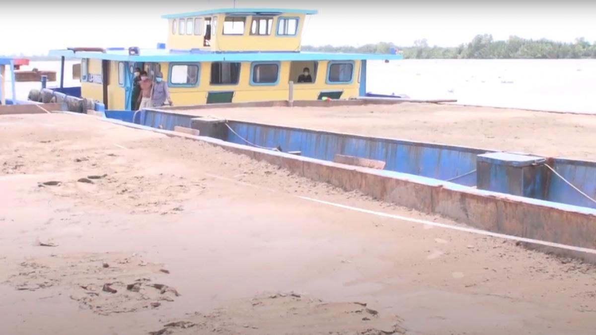 3 sà lan bị bắt giữ vì vận chuyển cát trái phép