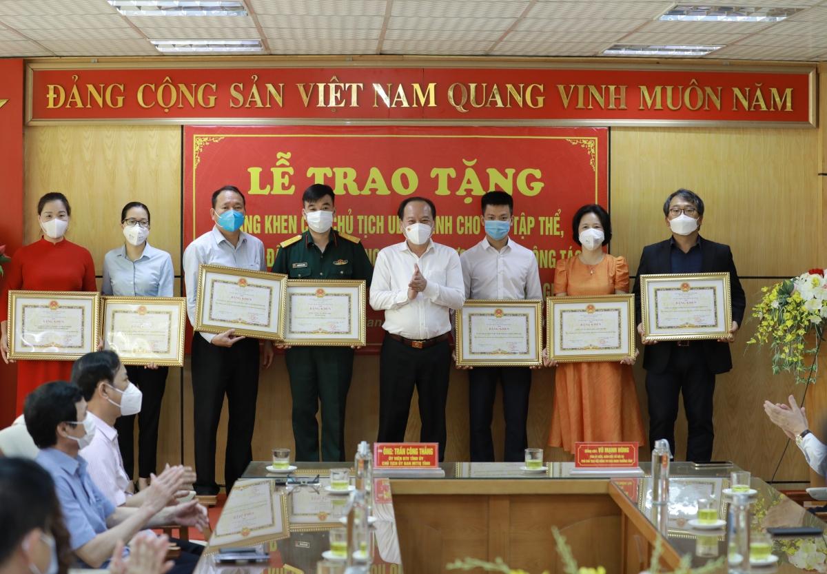 Samsung Việt Nam vinh dự nhận bằng khen về những đóng góp cho công tác phòng, chống dịch Covid-19 tại Bắc Giang.