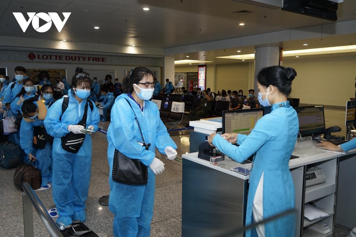 Sở Y tế chỉ đạo các đơn vị lấy mẫu liên tục trong vòng 1 tuần đến 10 ngày tại sân bay với số lượng khoảng 1.000 mẫu. (Ảnh minh họa).