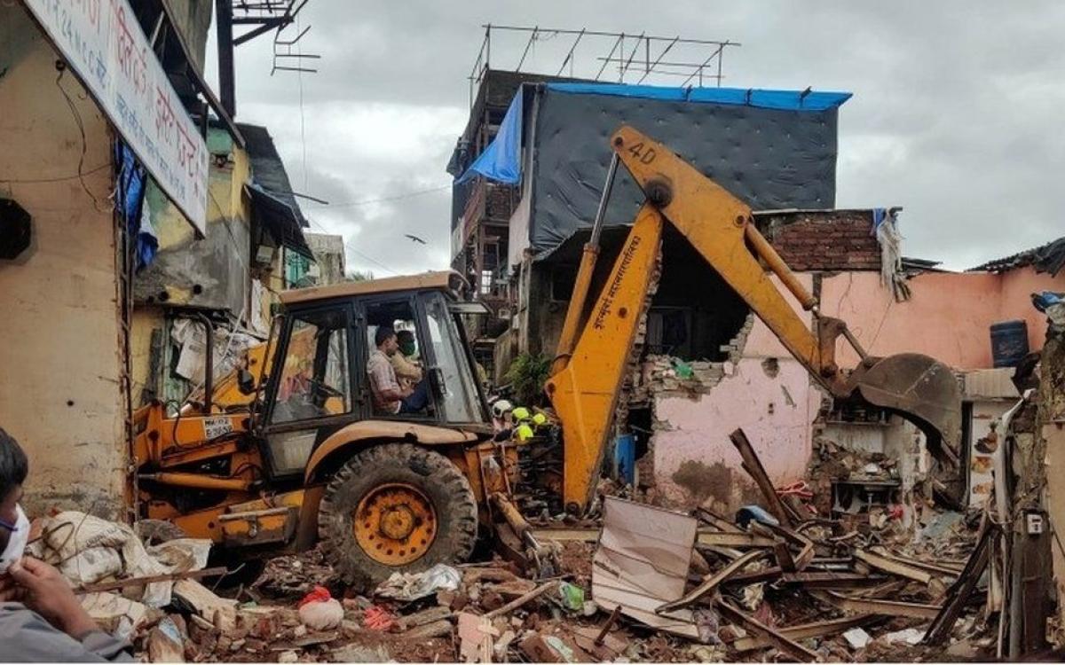 Hiện trường sập nhà ở Mumbai, Ấn Độ. Ảnh: BBC.
