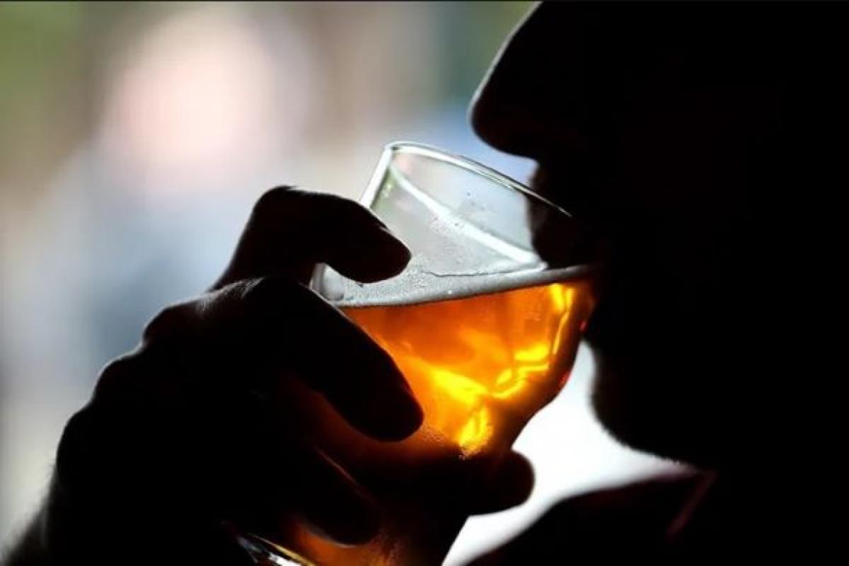 Lạm dụng rượu bia gia tăng trong đại dịch COVID-19