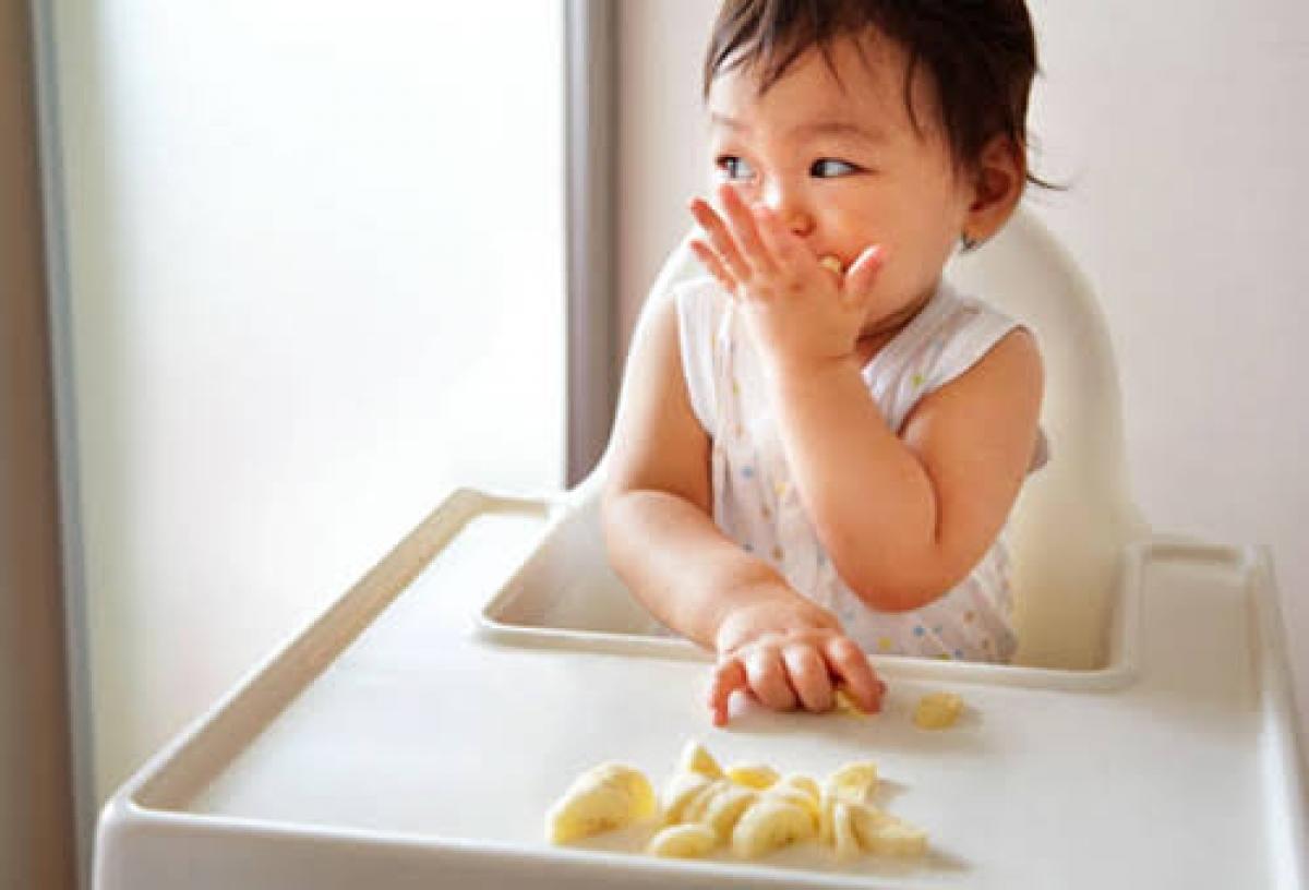 Theo khuyến nghị chỉ nên cho ăn rau quả khi bé đã bước vào thời kỳ ăn dặm