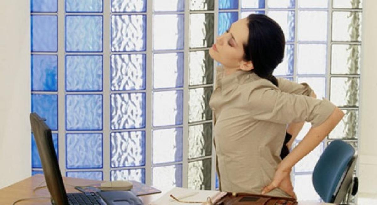 Duy trì thói quen làm việc tĩnh trong thời gian dài không chỉ ảnh hưởng đến xương khớp mà còn khiến vòng ba bị lão hóa nhanh chóng.